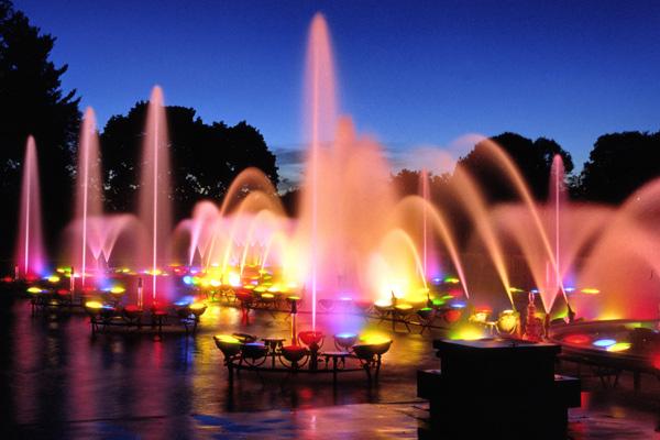 [Hình: longwood_gardens_fountains_night.jpg]