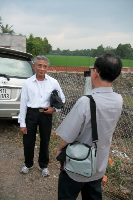 Thầy Đoàn Văn Nhiêu đang được Kiến Đen phỏng vấn.